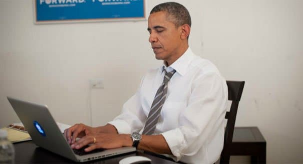 obama chatting in the white house